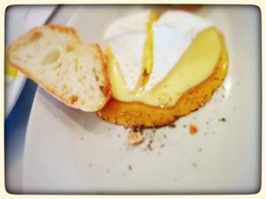 Vashon産チーズとシアトルのハチミツ@W&C